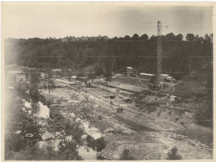 49 Fi 3 Vue générale en amont du barrage  terrassements et fondations 28 juillet 1929